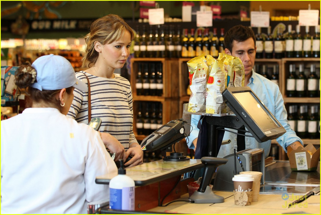 jennifer lawrence whole foods 02