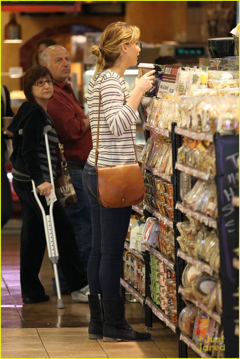 jennifer lawrence whole foods 04