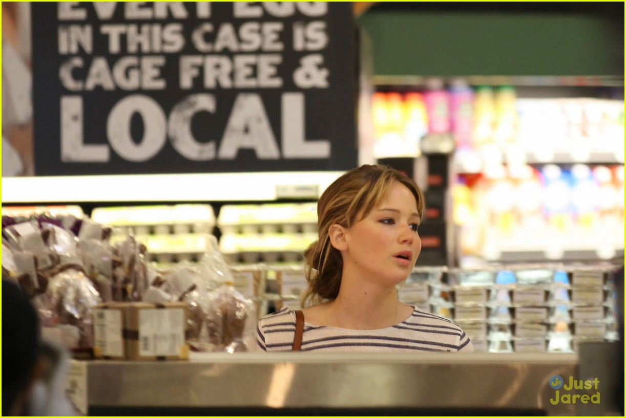 jennifer lawrence whole foods 07