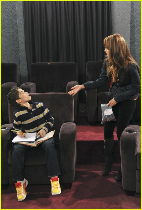 peyton list karan brar jessie hoarder 02