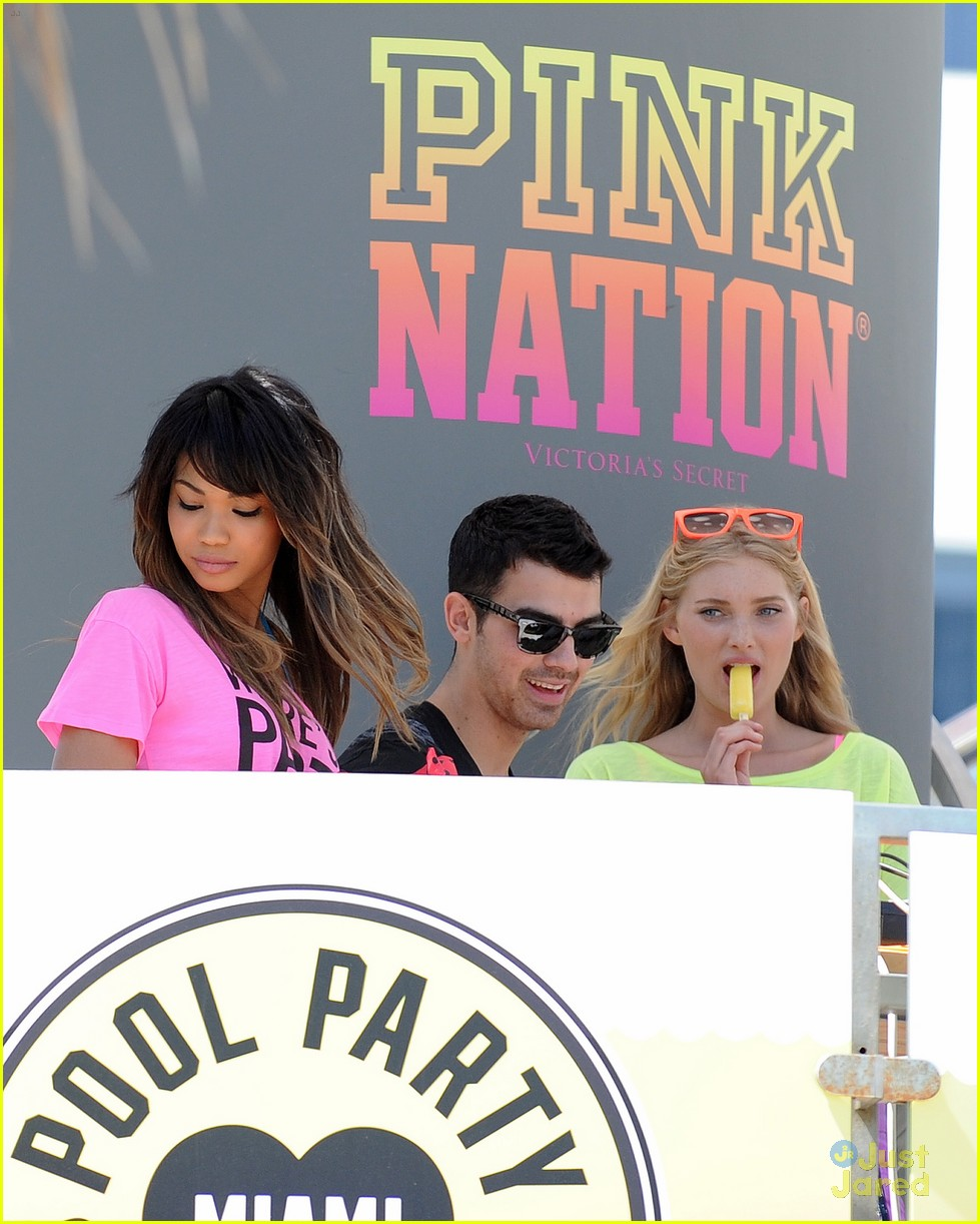 joe jonas pink party miami 14
