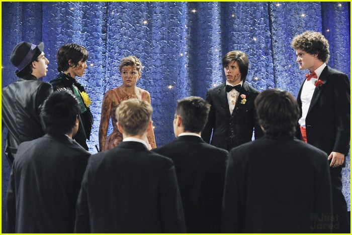 olivia holt leo howard kickin king 15