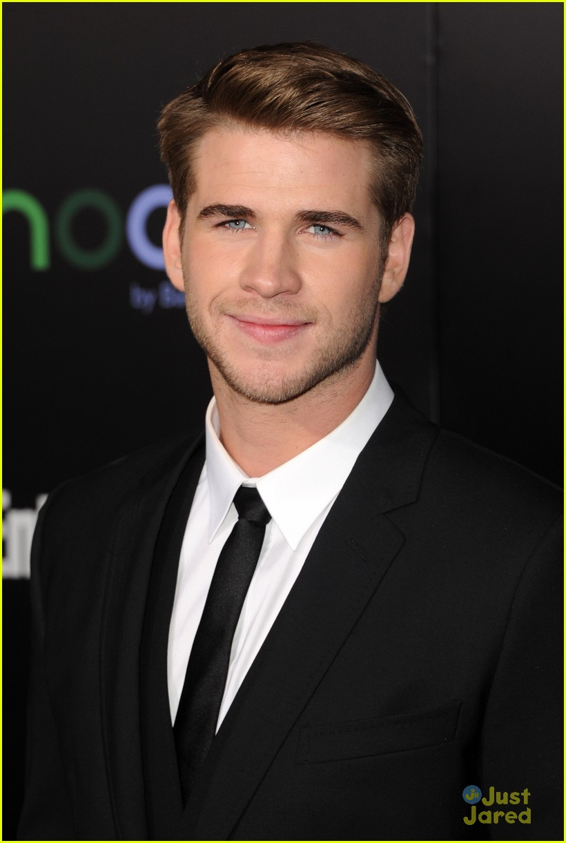 liam hemsworth miley cyrus thg premiere 01