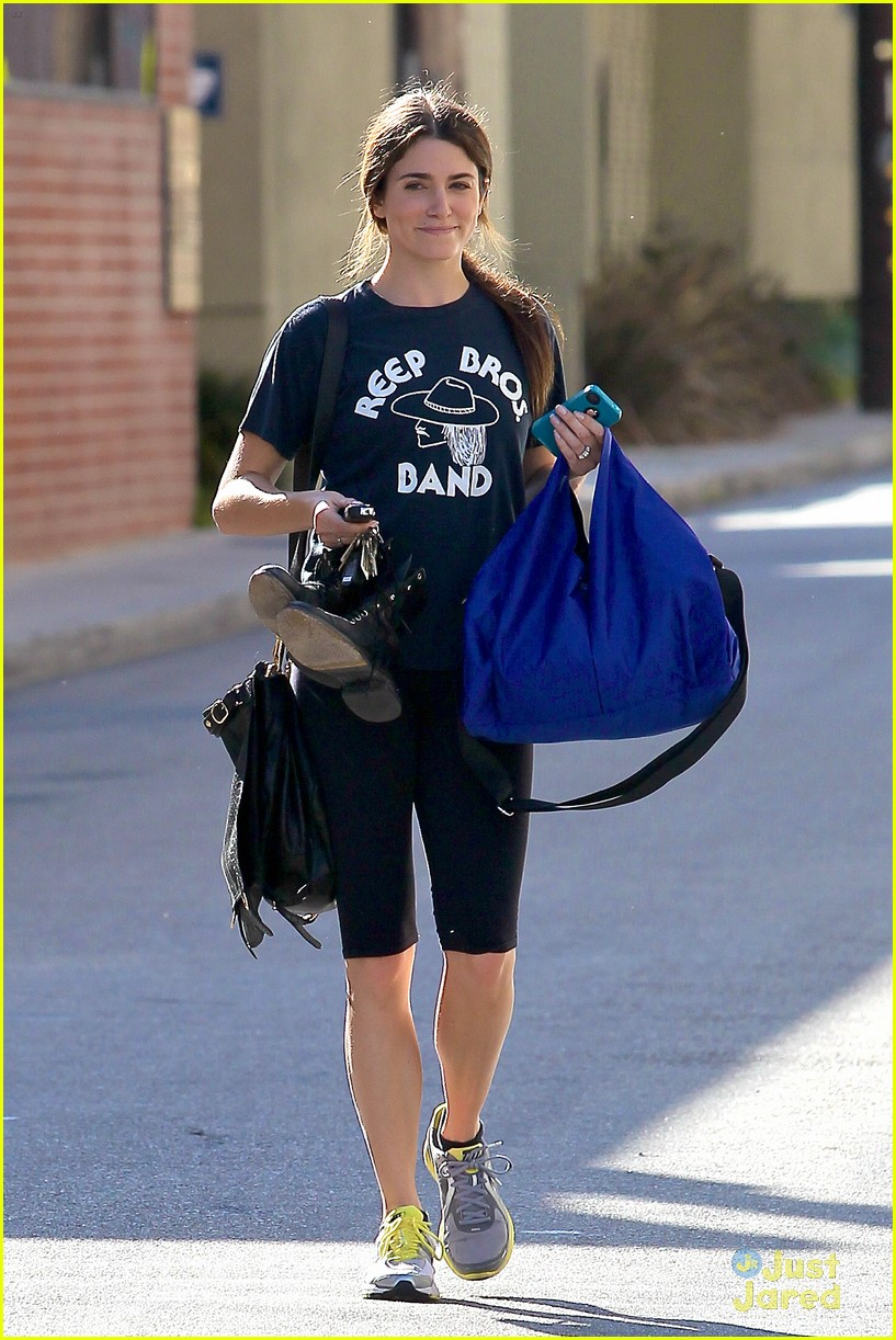 nikki reed workout woman 02
