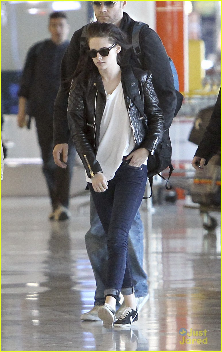 robert pattinson kristen stewart paris departure 04