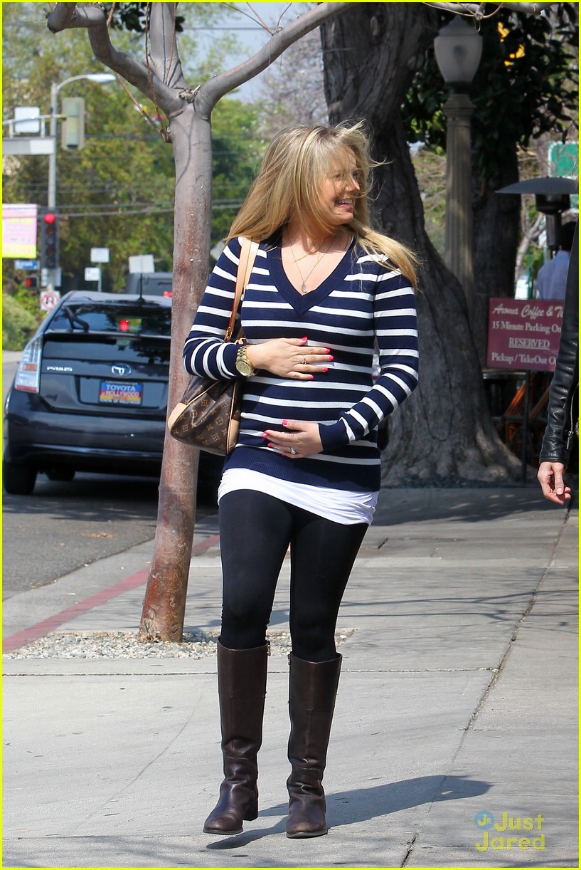 tiffany thornton baby bump 06