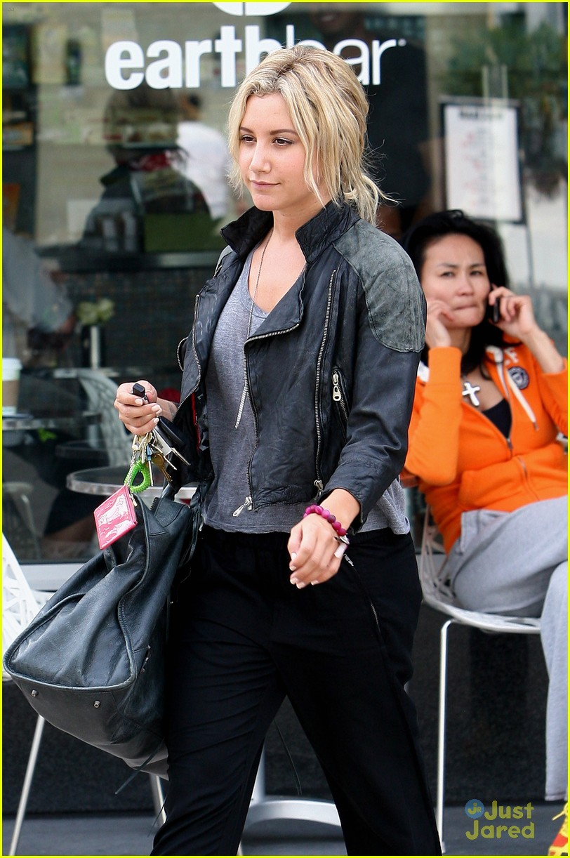 ashley tisdale lunch mikayla 13