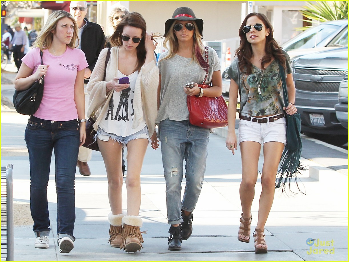 ashley tisdale sm shopping 09
