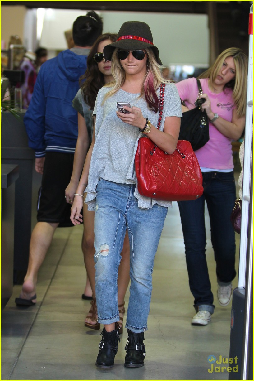 ashley tisdale sm shopping 15