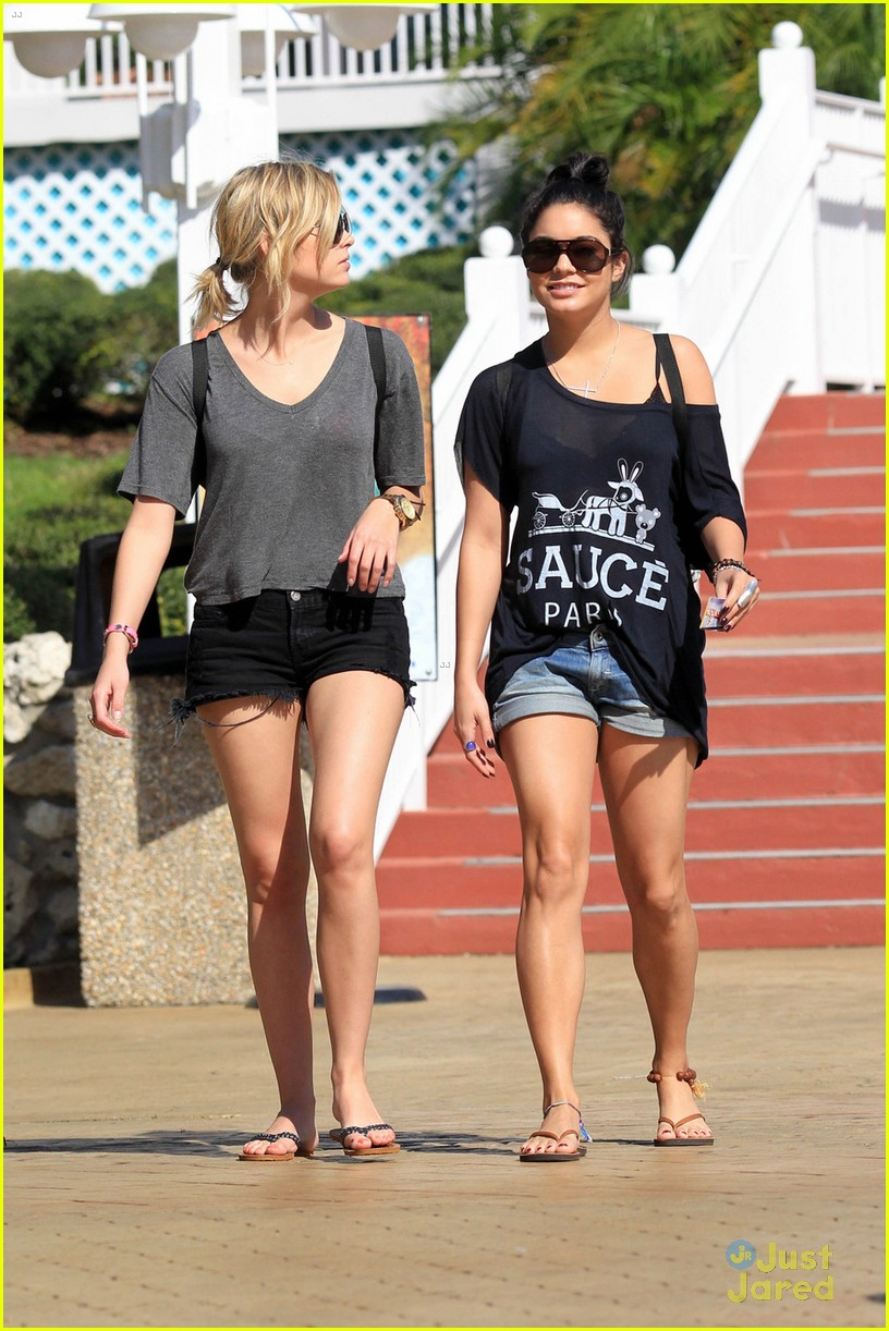 vanessa hudgens ashley benson splish splash 06