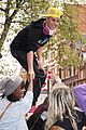 Bieber-climbs justin bieber climbs london 06