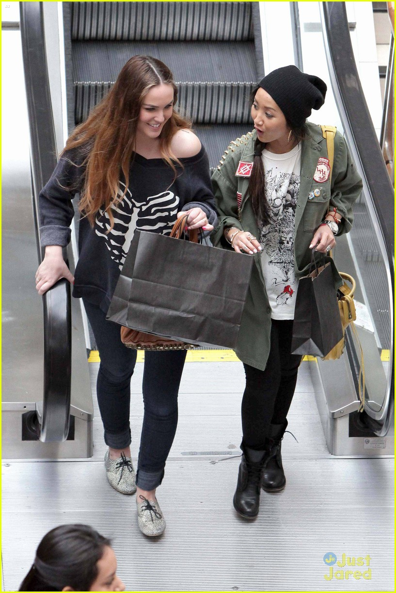 brenda song shopping mall 06