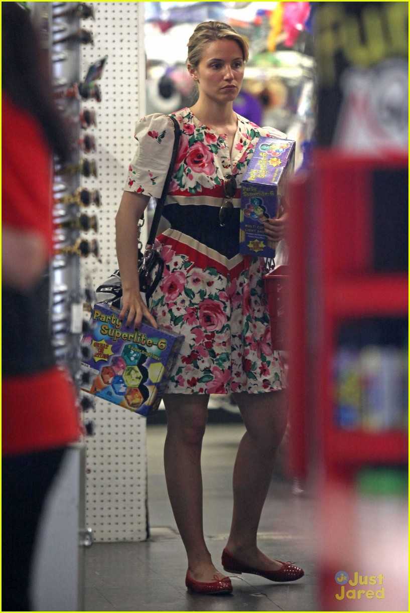 dianna agron party store 01