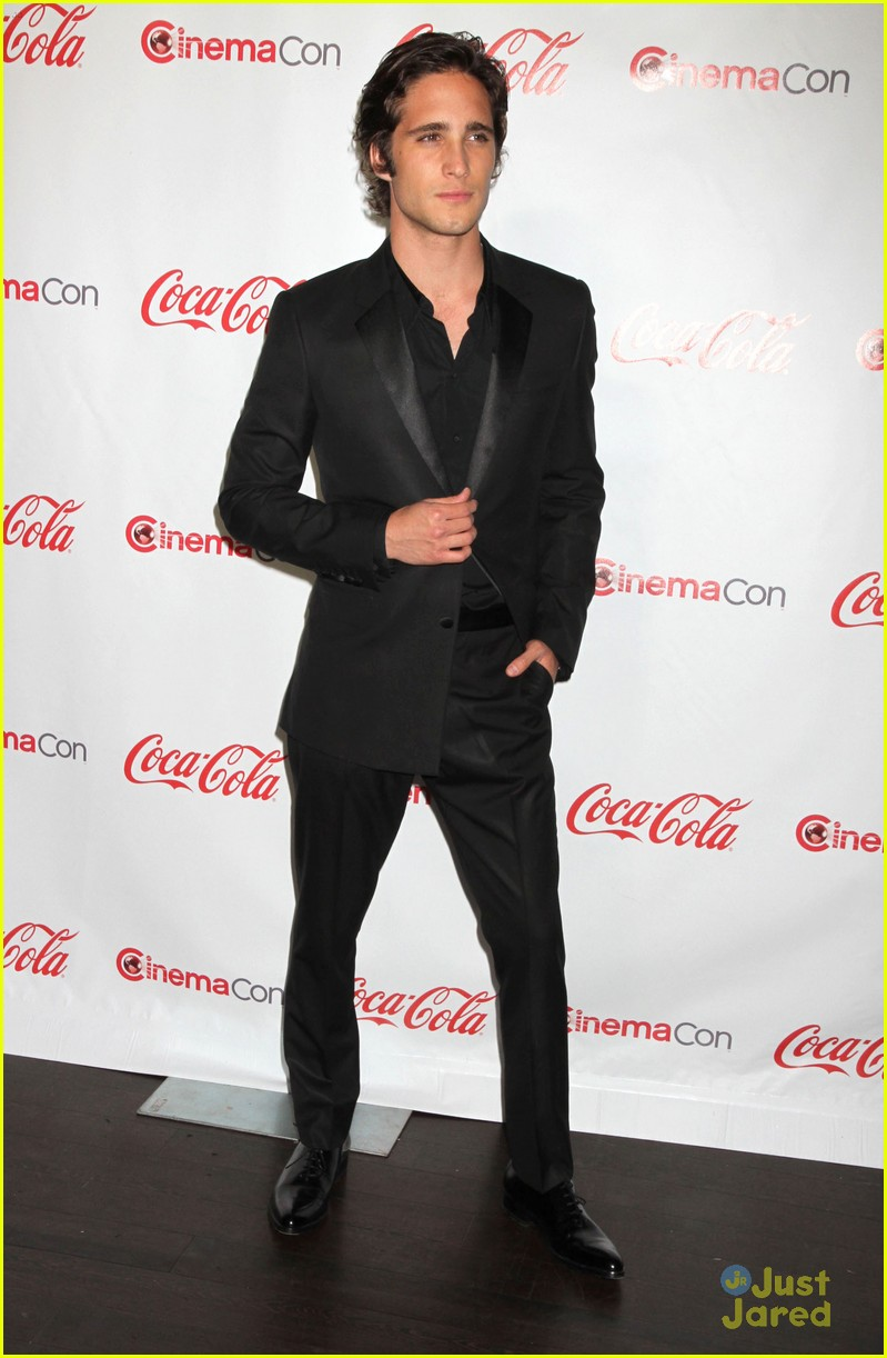diego boneta cinemacon rising star 04