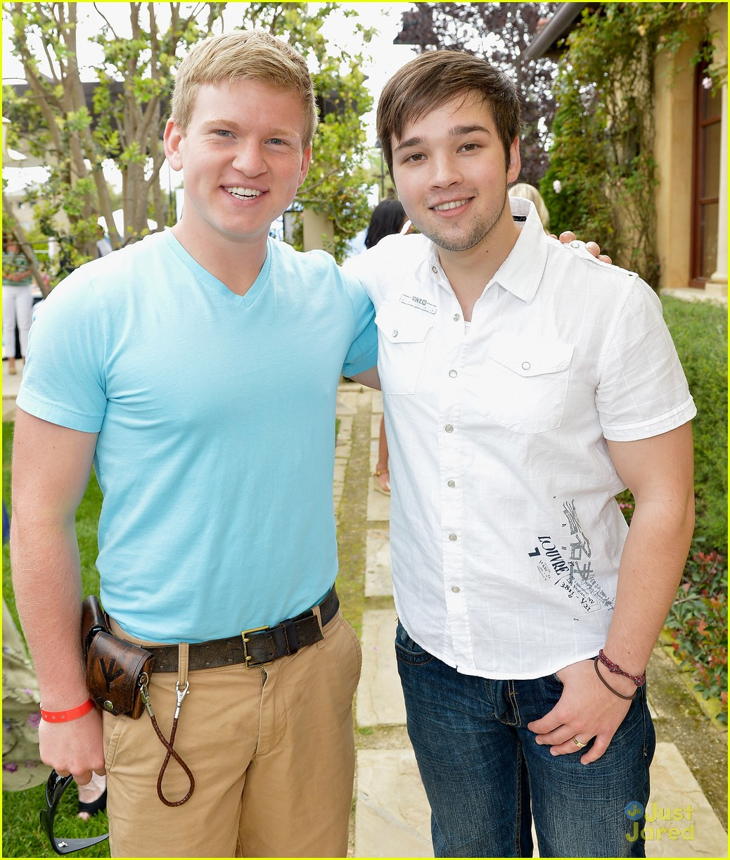 doug brochu nathan kress mending hearts 02