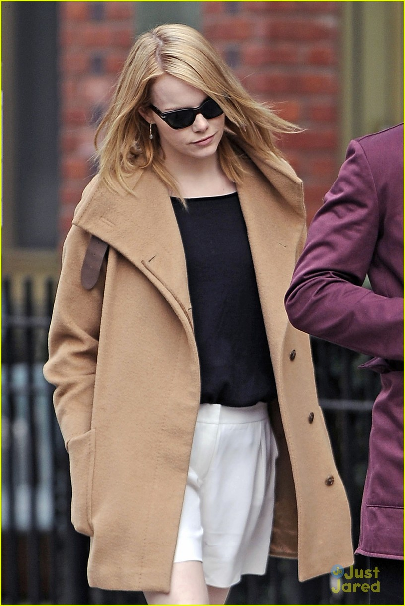 emma stone andrew garfield walk nyc 02