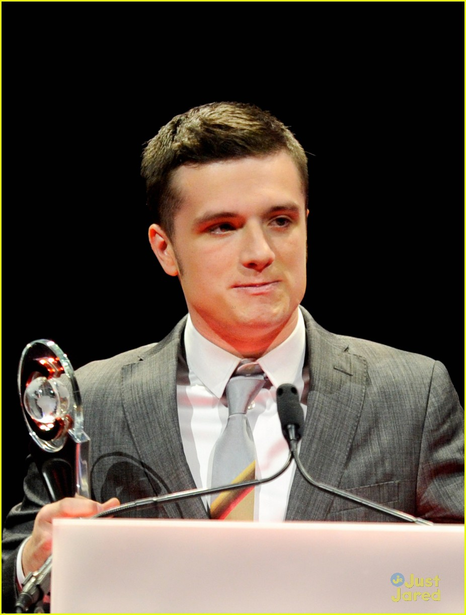 josh hutcherson cinemacon awards 02