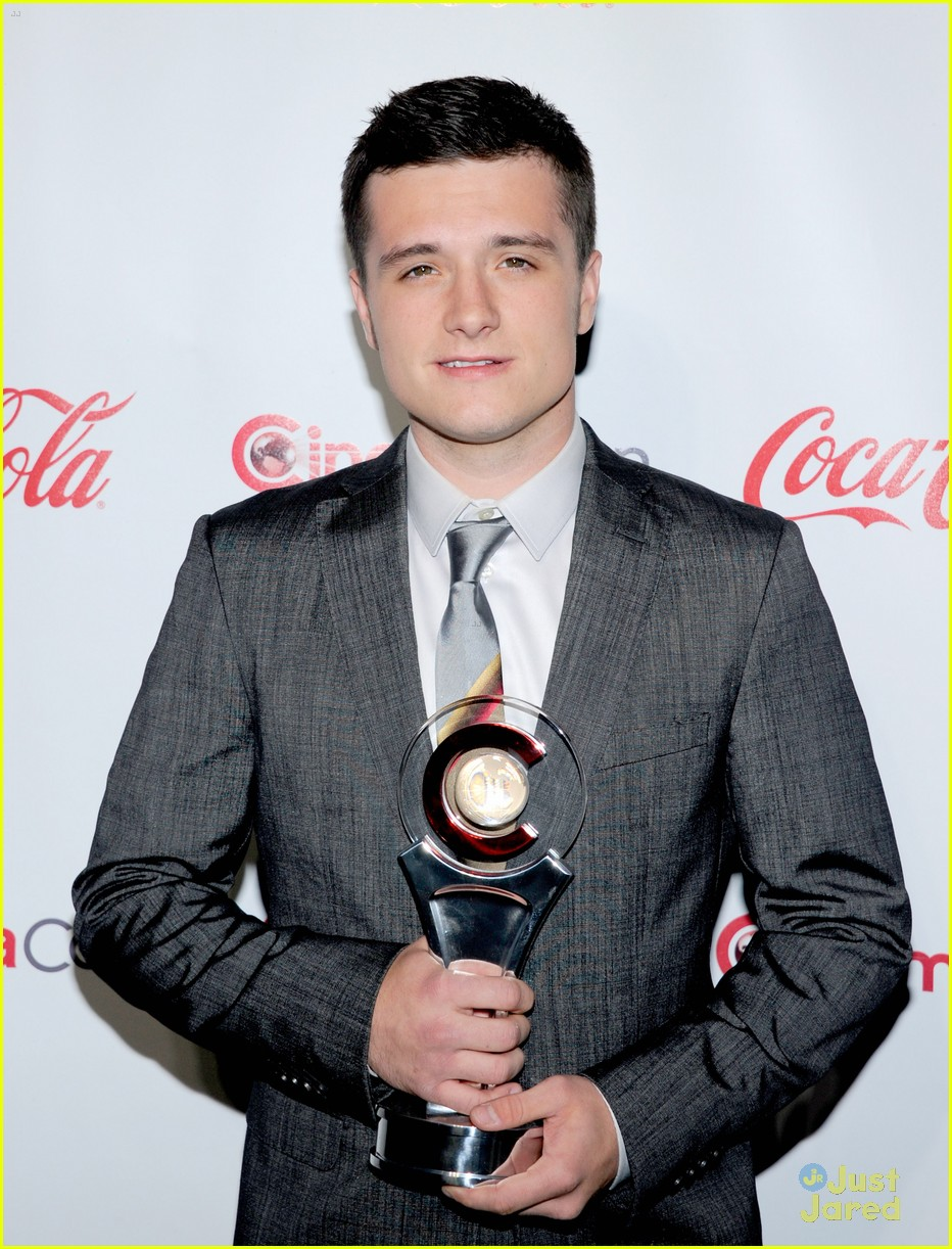 josh hutcherson cinemacon awards 06