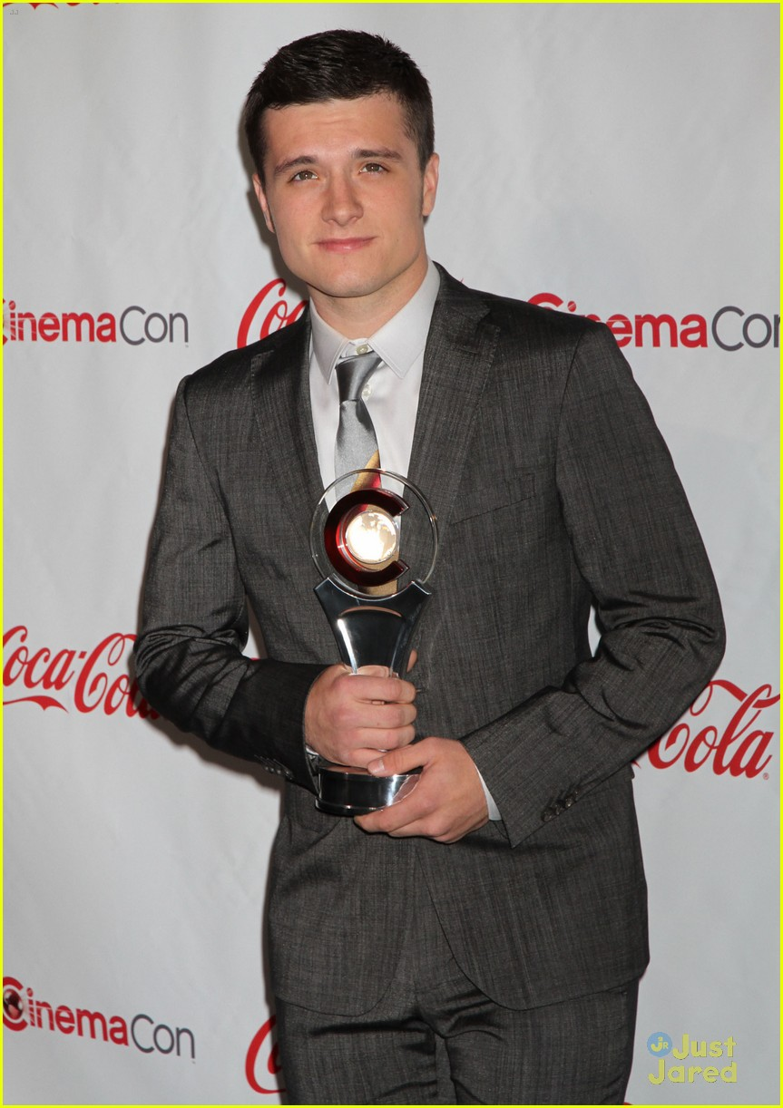 josh hutcherson cinemacon awards 10