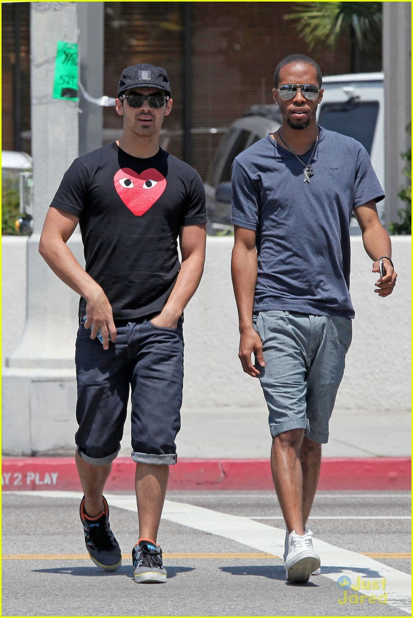 joe jonas lunch la 05