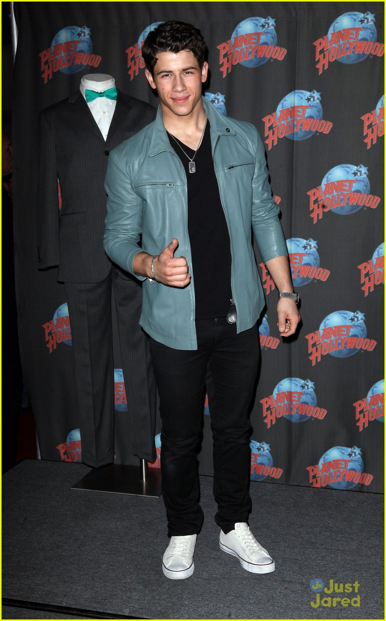 nick jonas planet hollywood 02