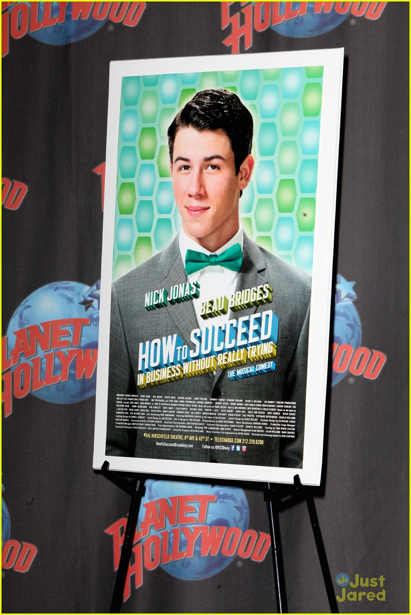 nick jonas planet hollywood 06