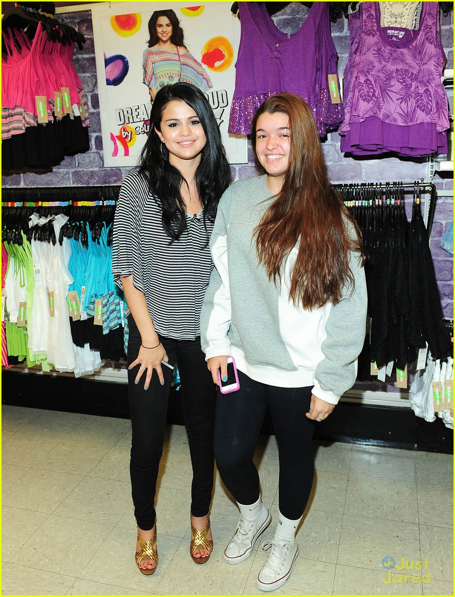selena gomez dream out loud shopping 04