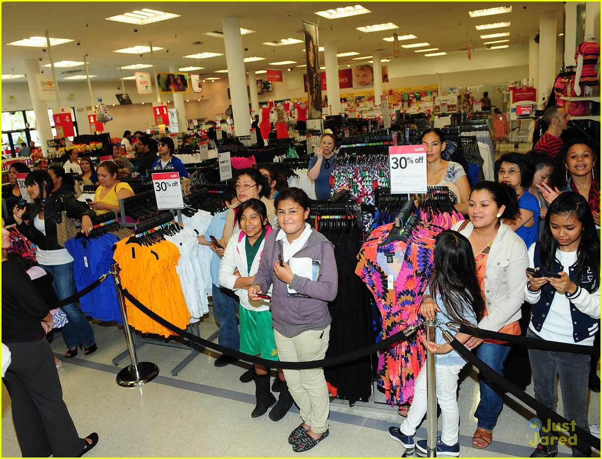 selena gomez dream out loud shopping 09