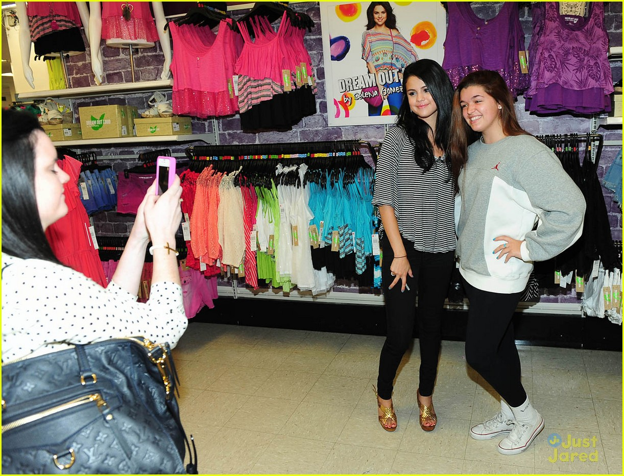 selena gomez dream out loud shopping 15