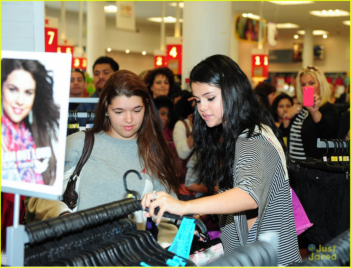 selena gomez dream out loud shopping 19