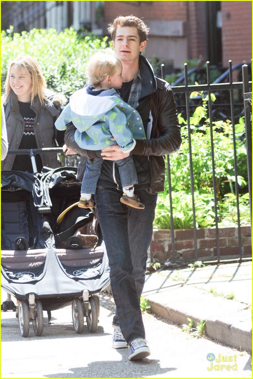 emma stone andrew garfield baby 08
