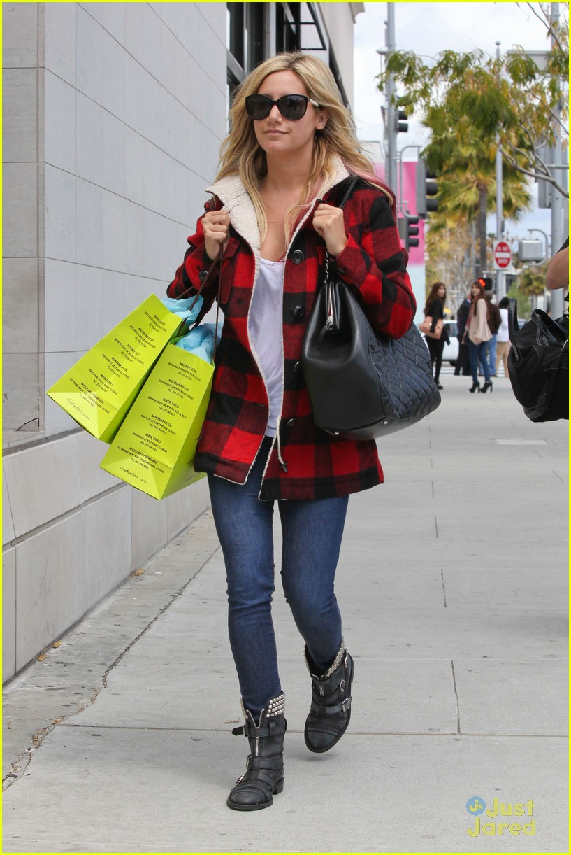 ashley tisdale in out planet blue 02