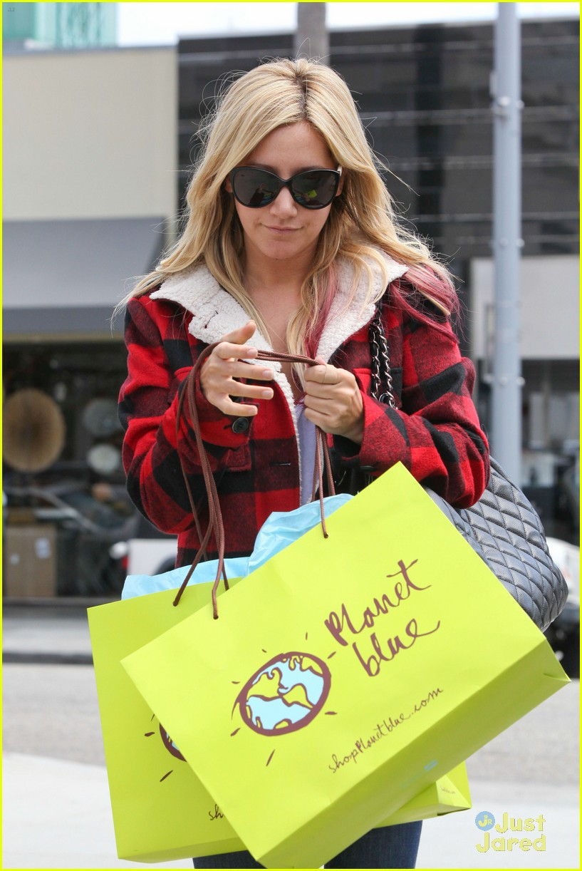 ashley tisdale in out planet blue 03