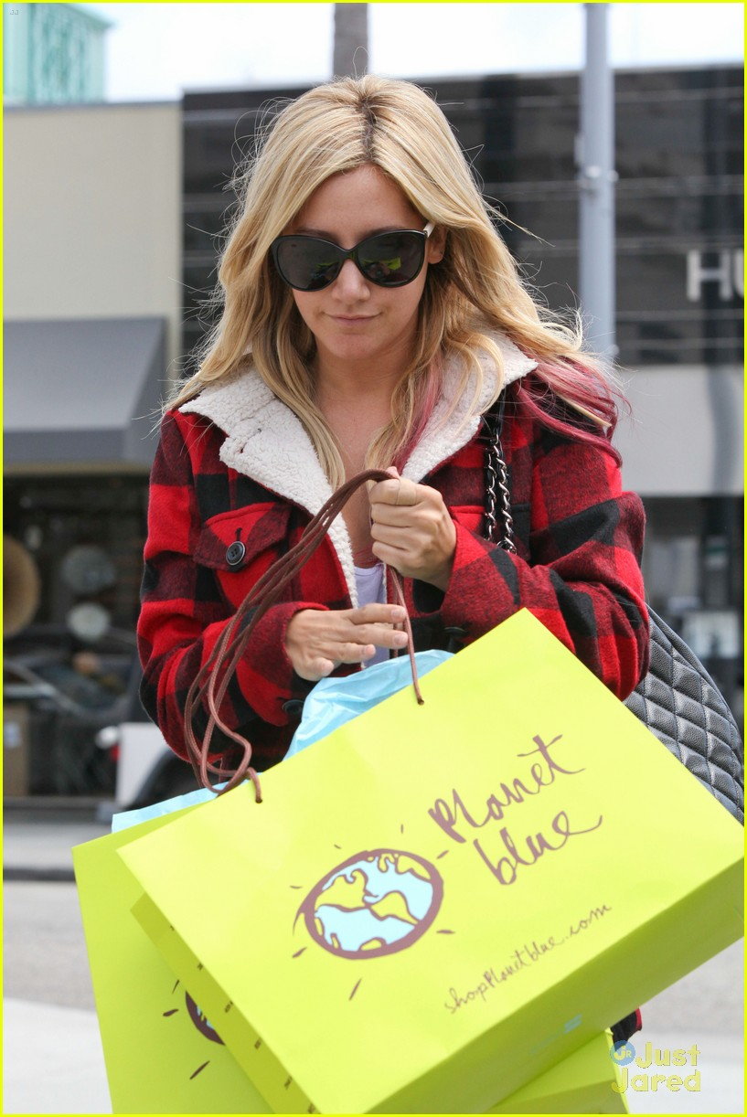 ashley tisdale in out planet blue 06