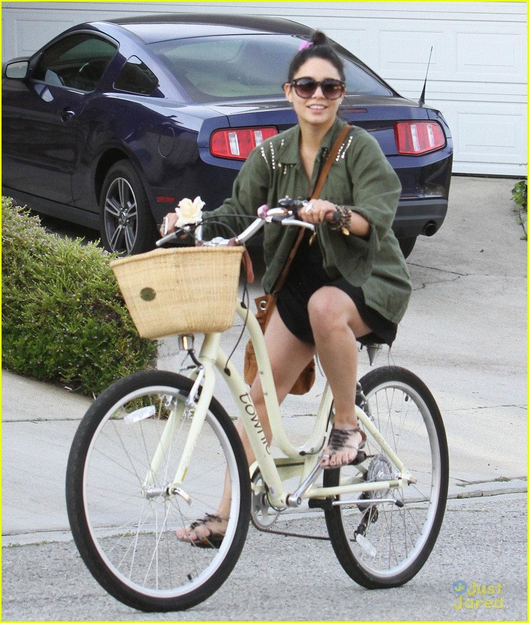 vanessa hudgens bike ride austin 01