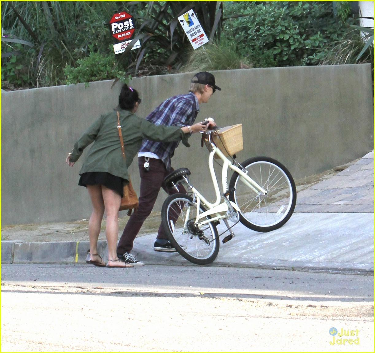 vanessa hudgens bike ride austin 02