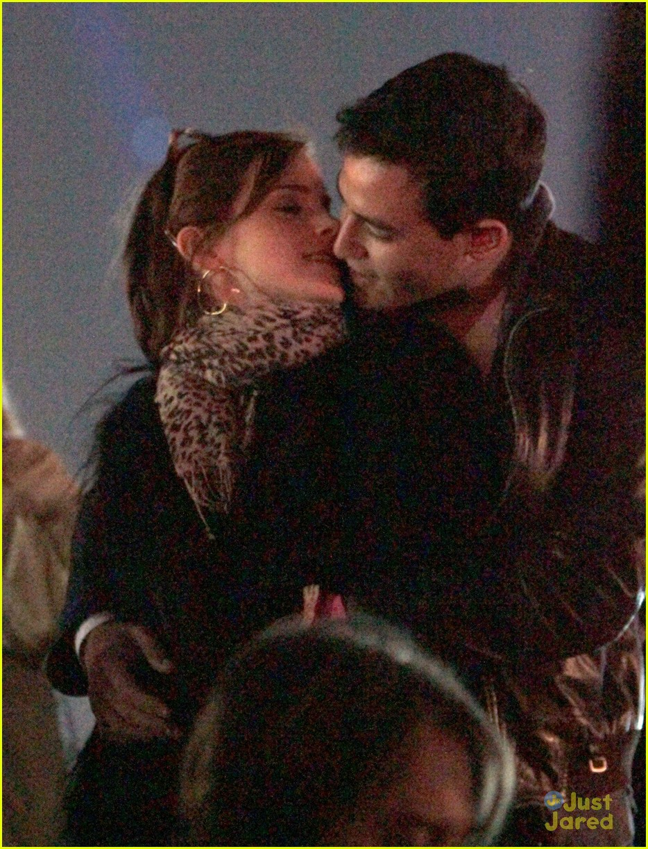emma watson will coachella kiss 03