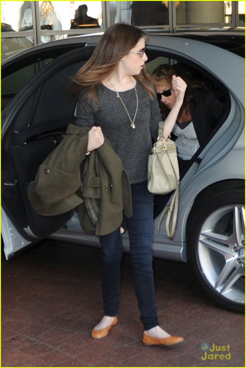 anna kendrick london expecting 07