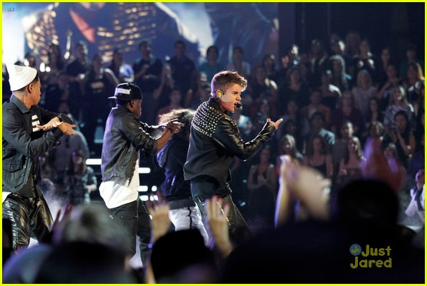justin bieber performs boyfriend on the voice 09
