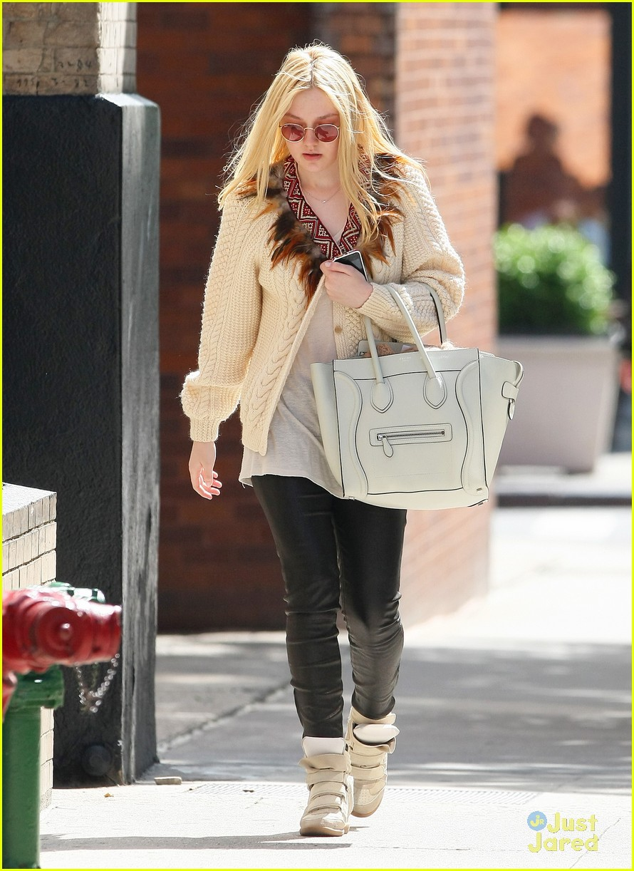 dakota fanning out nyc 01