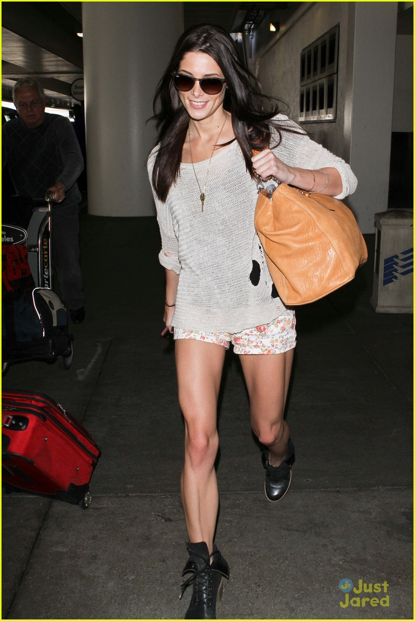 ashley greene lax arrival 07