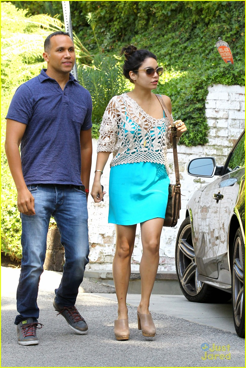 vanessa hudgens lunch brit 05