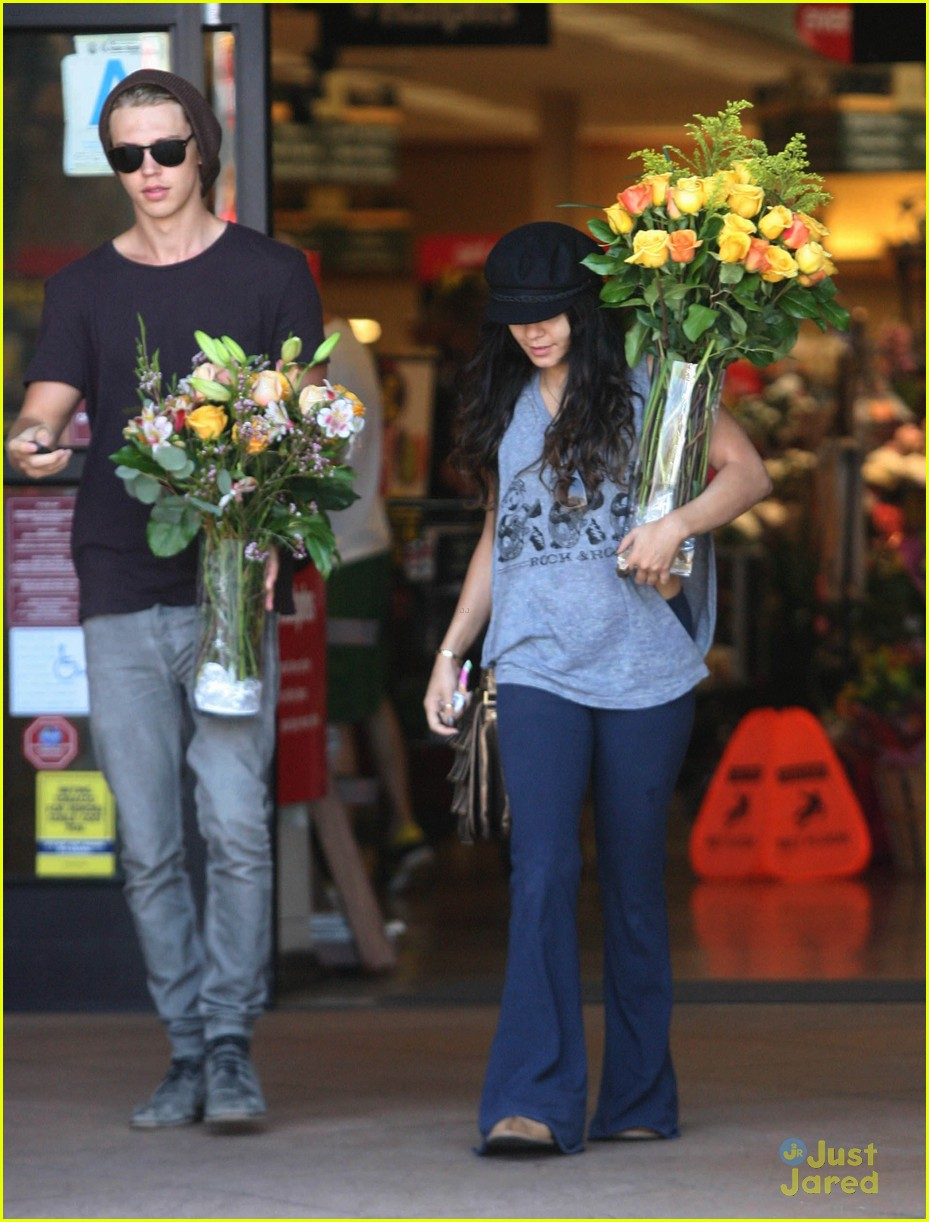 Vanessa Hudgens with her boyfriend 051312  LIME LT 01