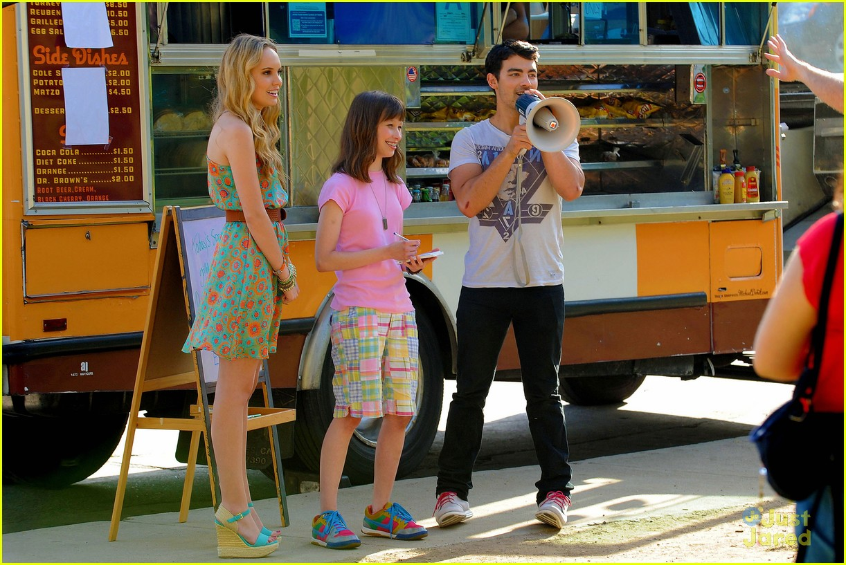 joe jonas meaghan martin food truck 01