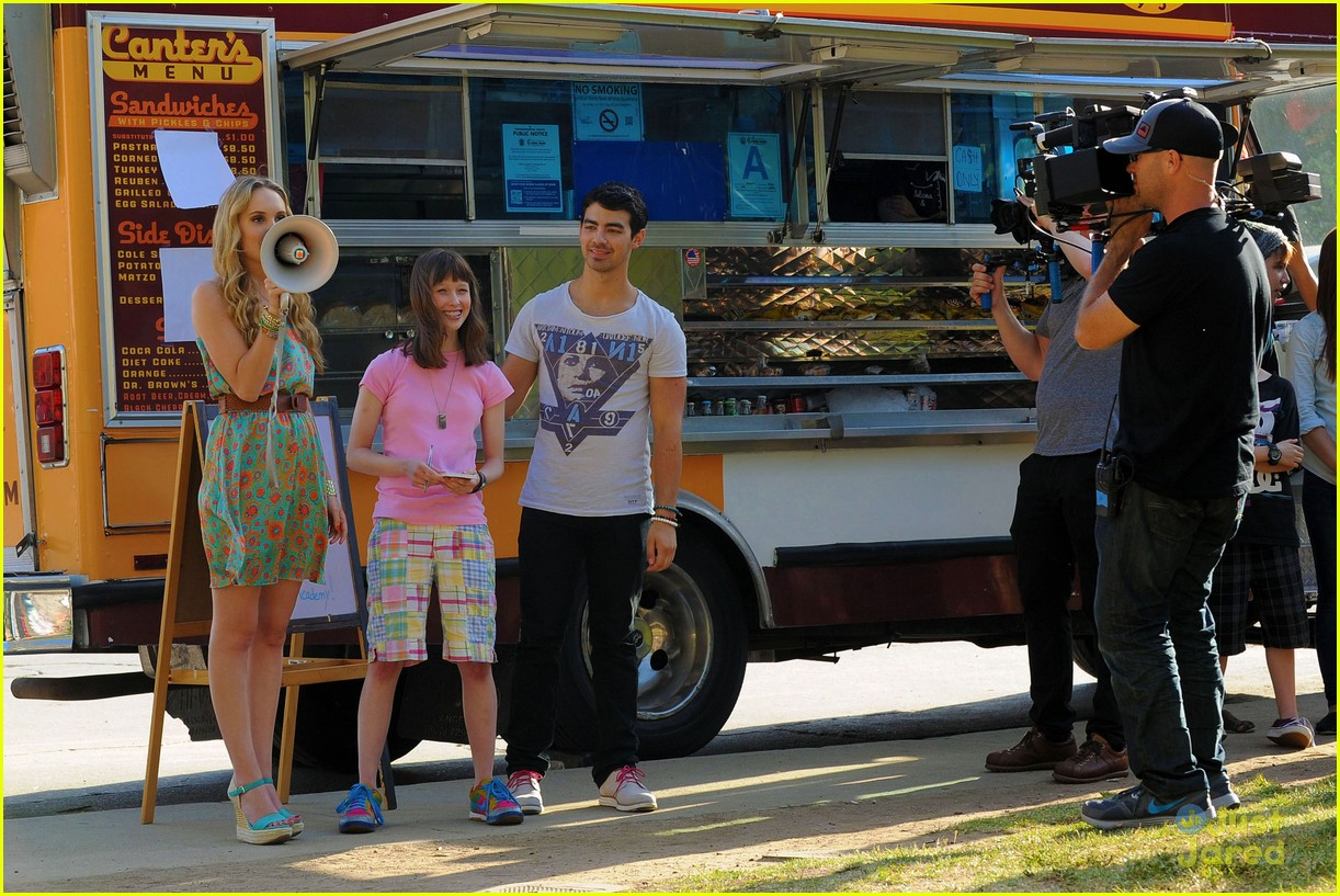 joe jonas meaghan martin food truck 10