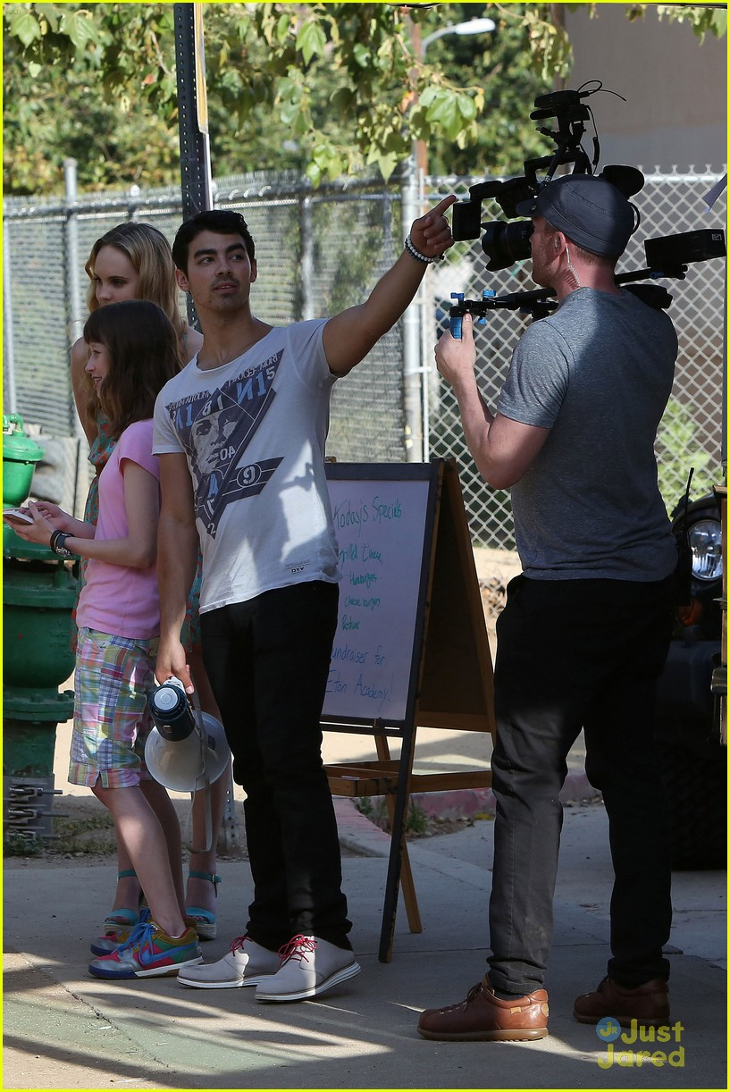 joe jonas meaghan martin food truck 16