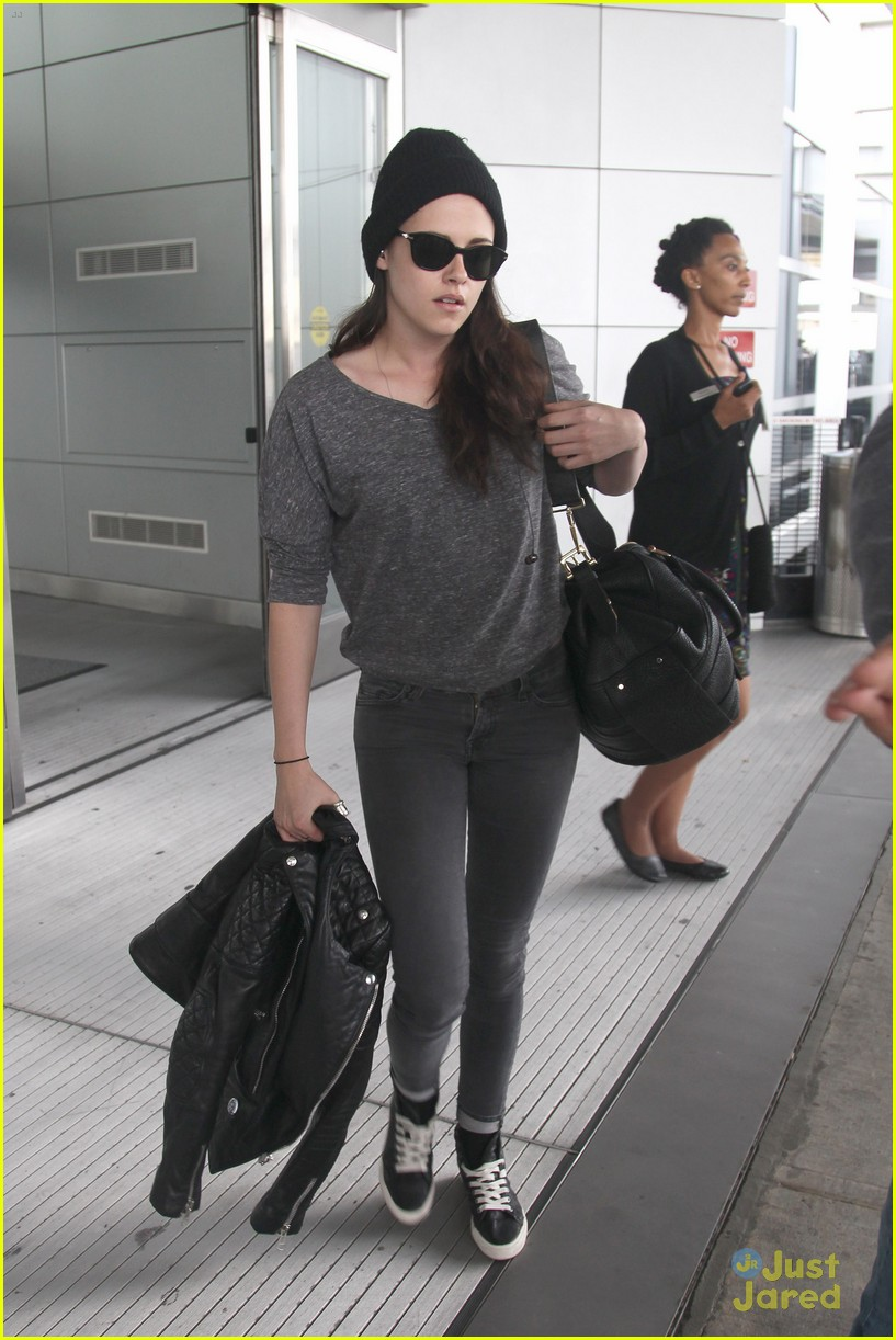 kristen stewart jfk arrival 01