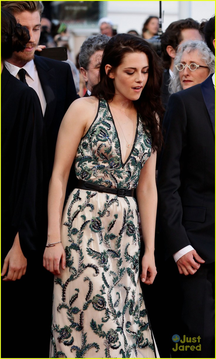 robert pattinson kristen stewart road cannes 02