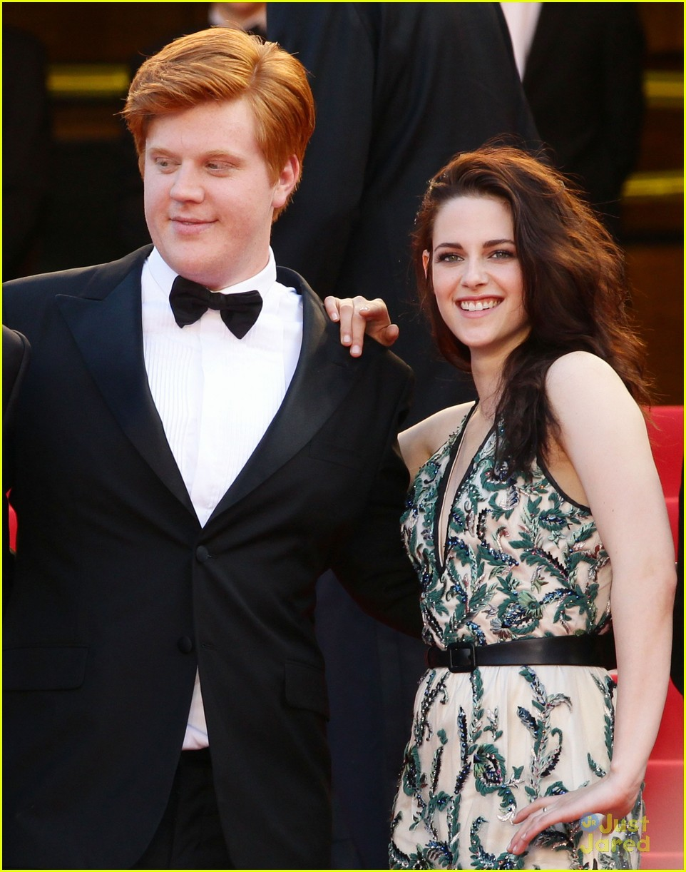 robert pattinson kristen stewart road cannes 05