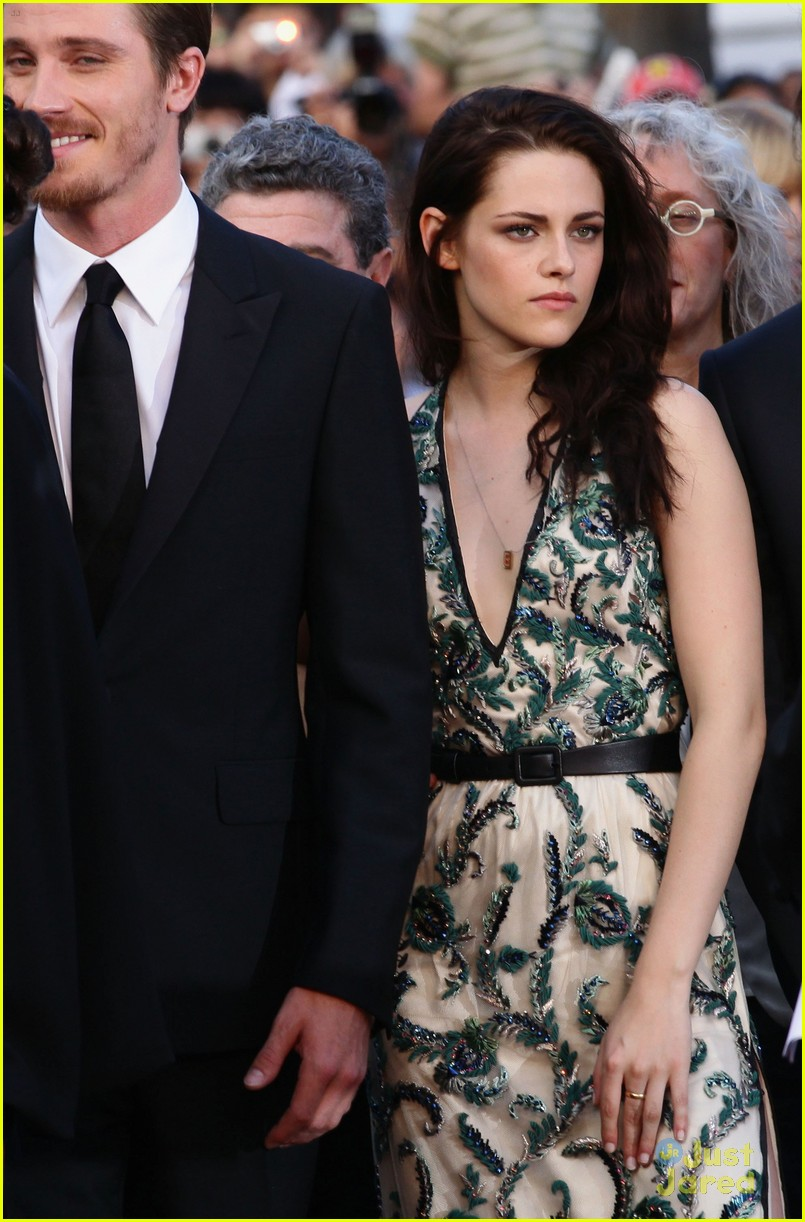 robert pattinson kristen stewart road cannes 07